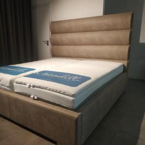 Čalúnená posteľ Quadro...