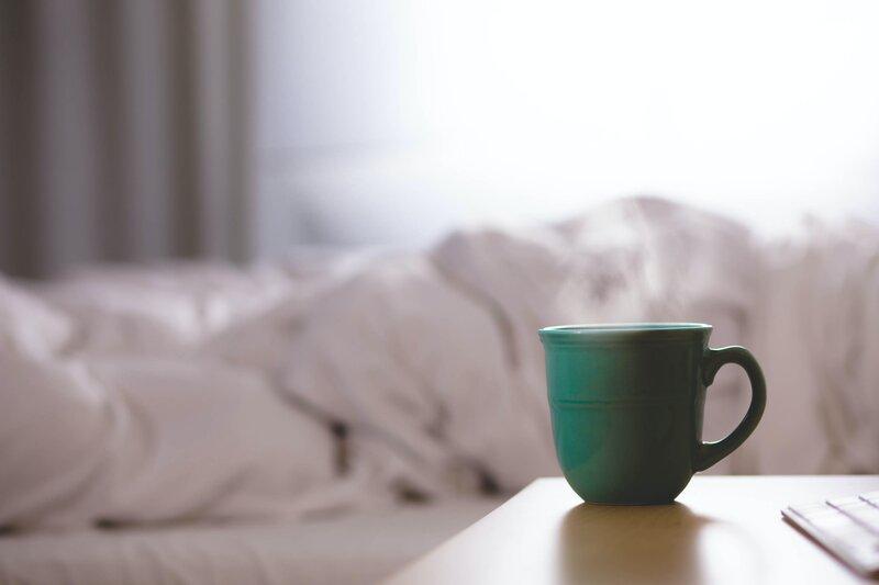 posteľ a čaj